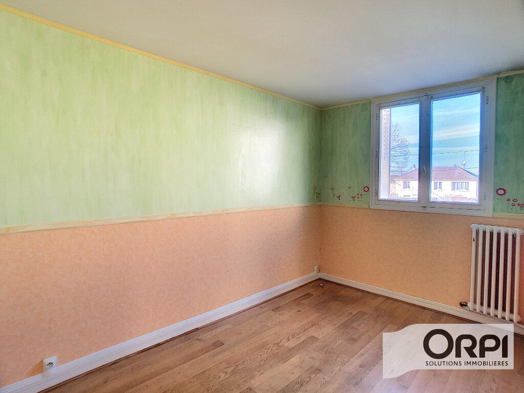 Appartement à vendre 3 58.11m2 à Saint-Amand-Montrond vignette-5