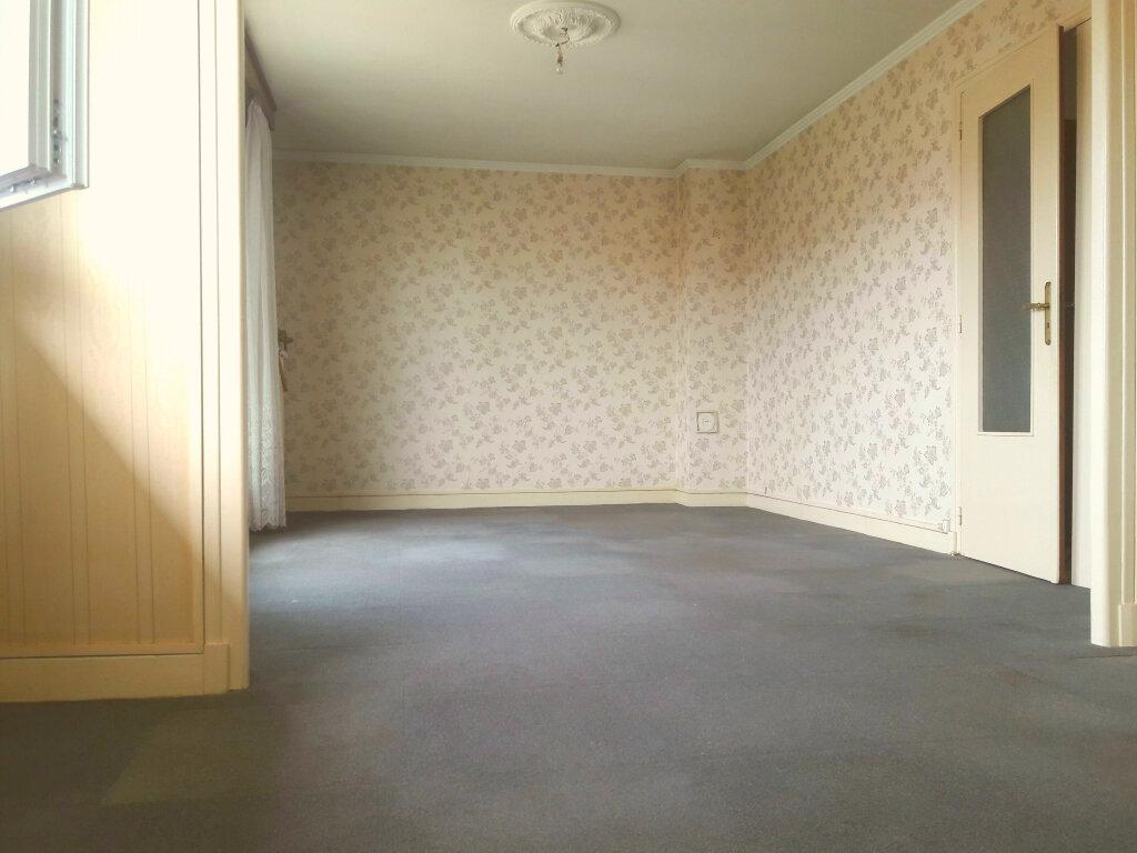 Appartement à vendre 3 62m2 à Montluçon vignette-3