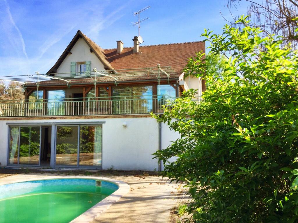 Maison à vendre 7 166m2 à Saint-Amand-Montrond vignette-1