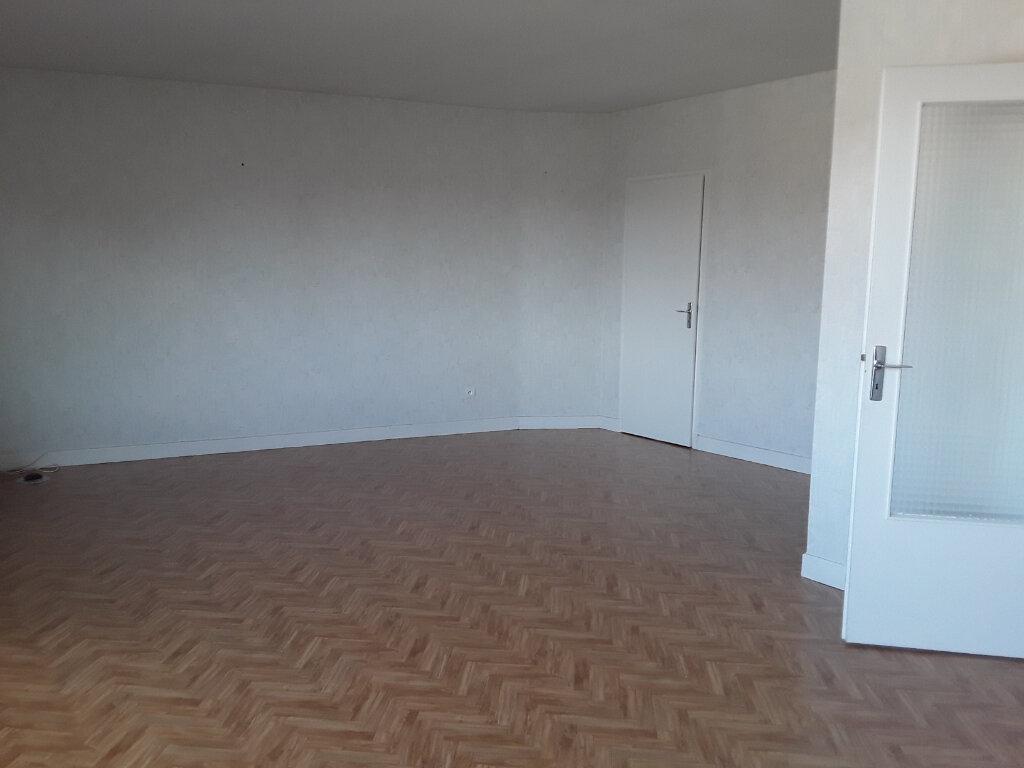Appartement à vendre 3 72.55m2 à Montluçon vignette-3