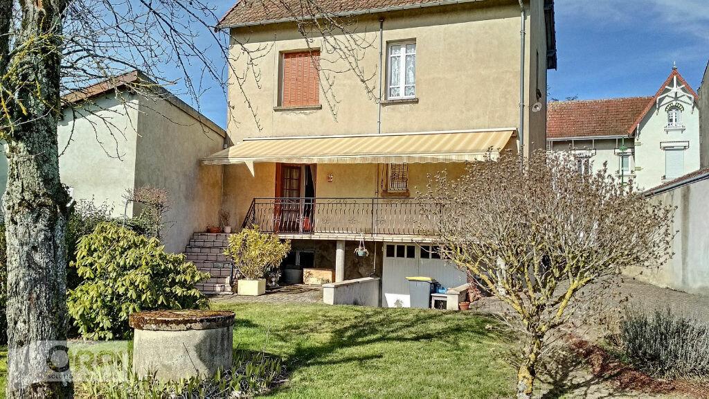 Maison à vendre 5 105m2 à Montmarault vignette-1