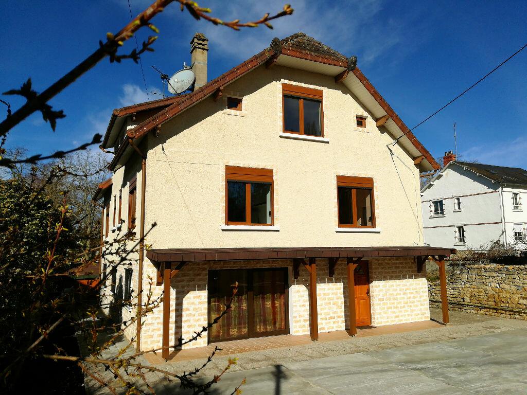Maison à vendre 8 218m2 à Saint-Amand-Montrond vignette-1