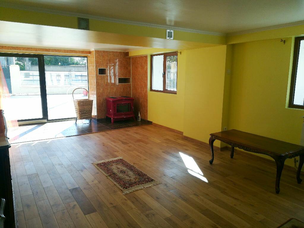 Maison à vendre 8 218m2 à Saint-Amand-Montrond vignette-2
