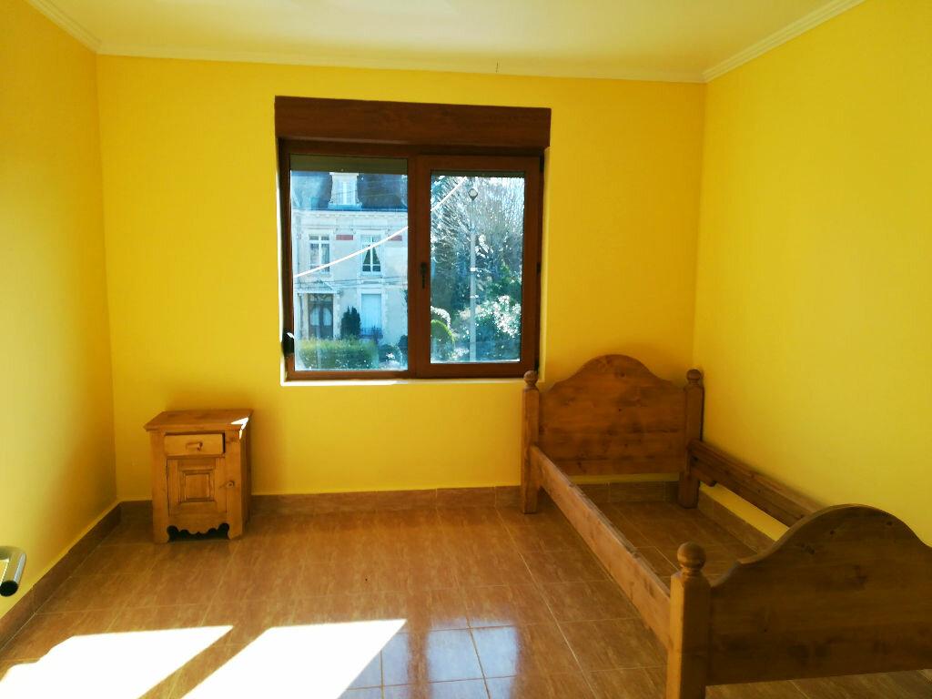Maison à vendre 8 218m2 à Saint-Amand-Montrond vignette-4