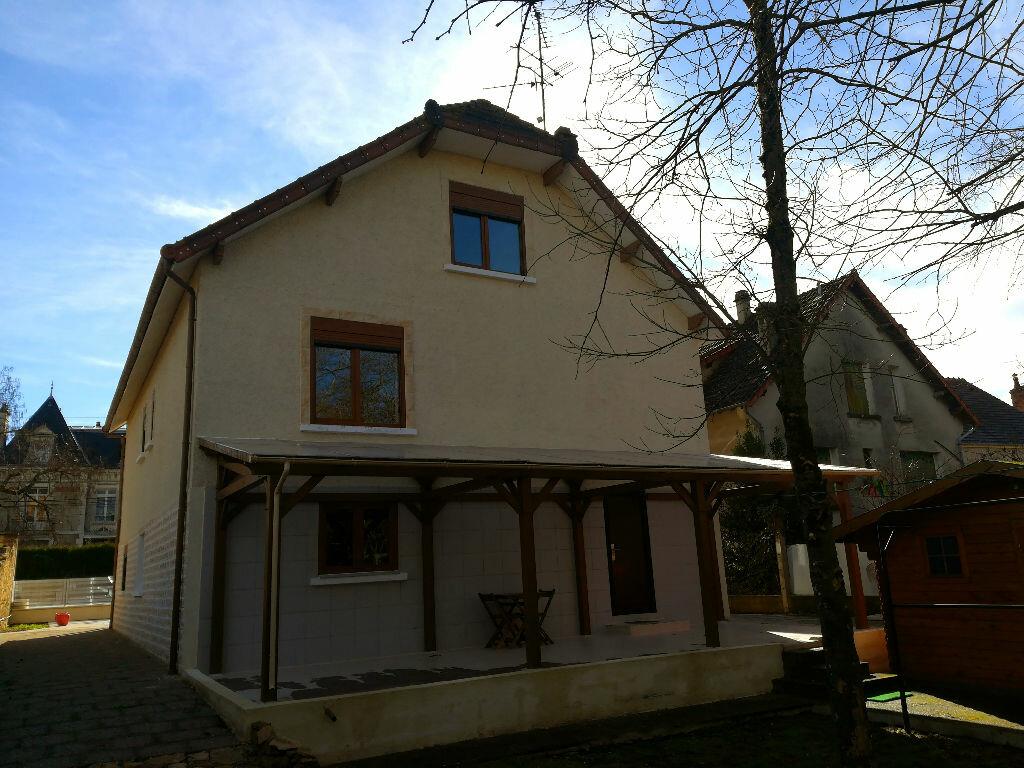 Maison à vendre 8 218m2 à Saint-Amand-Montrond vignette-16
