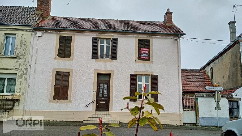 Maison à vendre 4 105m2 à Montmarault vignette-1