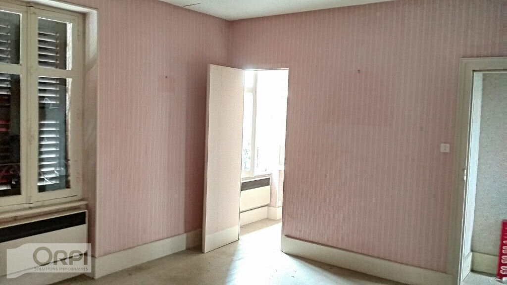 Maison à vendre 4 105m2 à Montmarault vignette-6