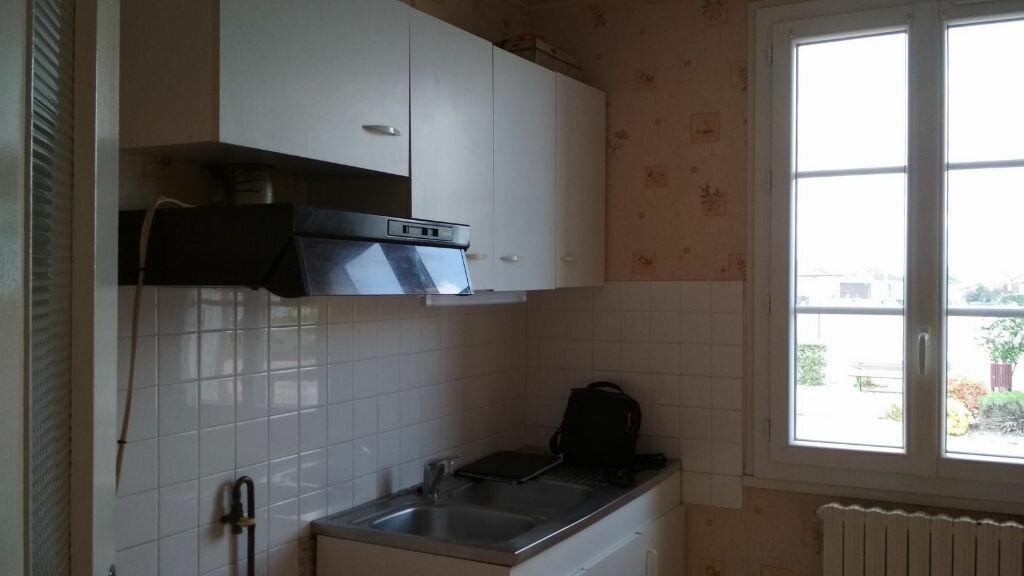 Maison à vendre 3 67m2 à Montmarault vignette-5