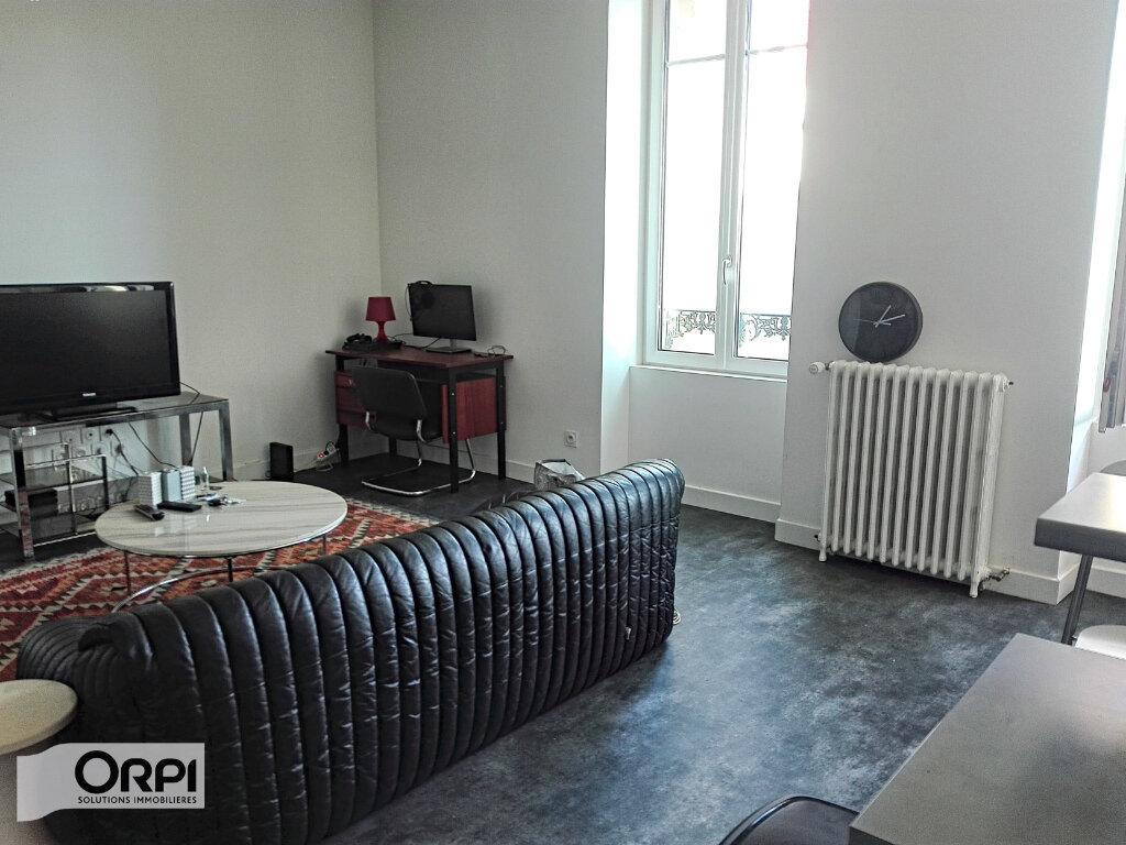 Appartement à vendre 2 54m2 à Montluçon vignette-2