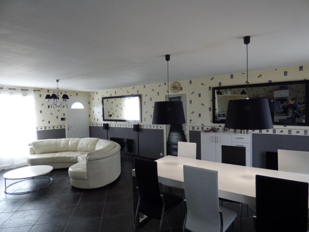 Maison à vendre 4 103m2 à Lussat vignette-7