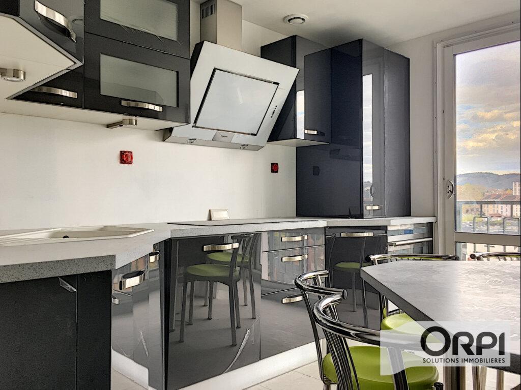 Appartement à vendre 4 105m2 à Montluçon vignette-1