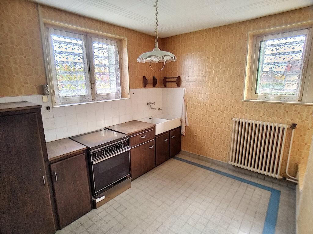 Maison à vendre 5 59m2 à Saint-Amand-Montrond vignette-4