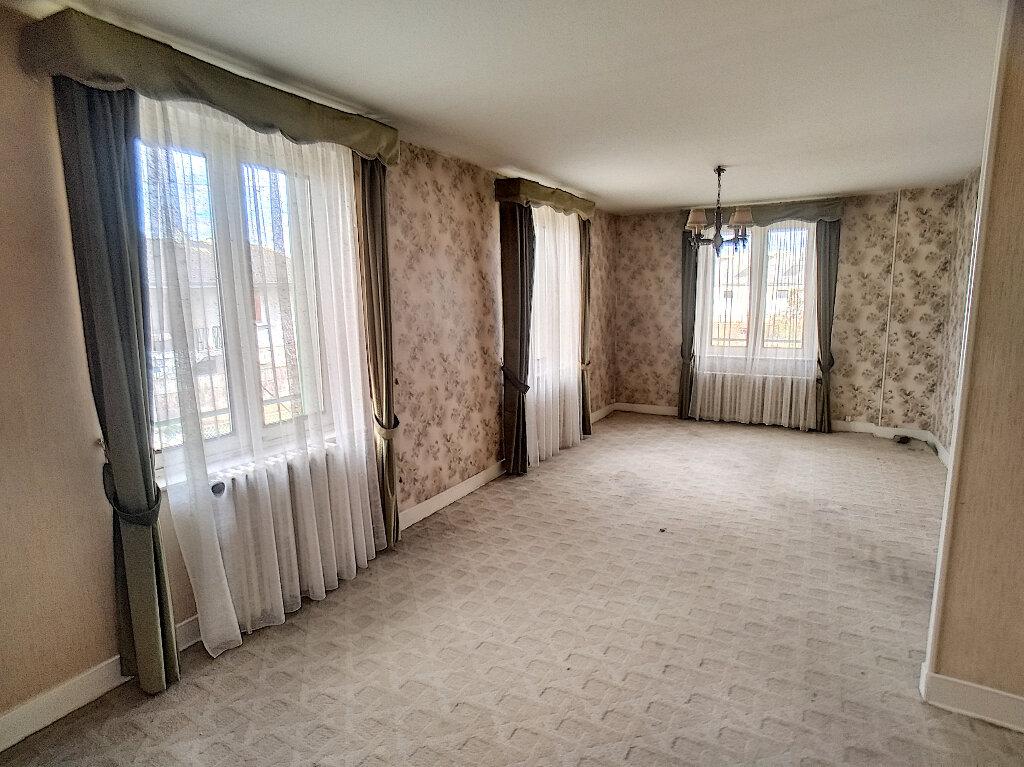 Maison à vendre 5 59m2 à Saint-Amand-Montrond vignette-5