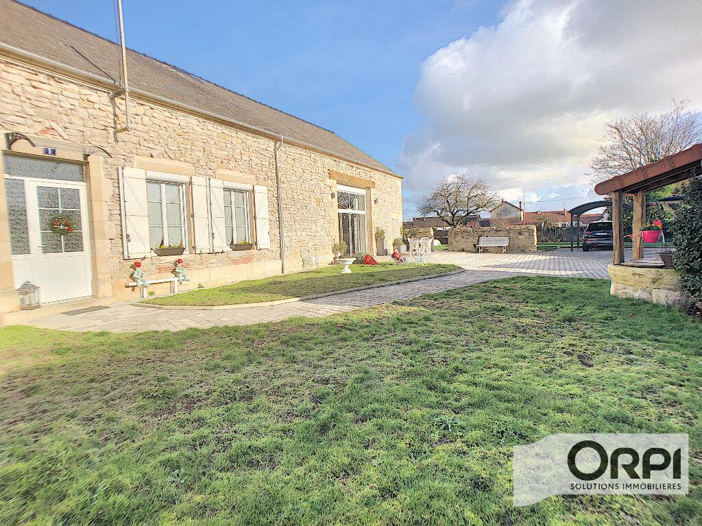 Maison à vendre 7 233m2 à Saint-Amand-Montrond vignette-2