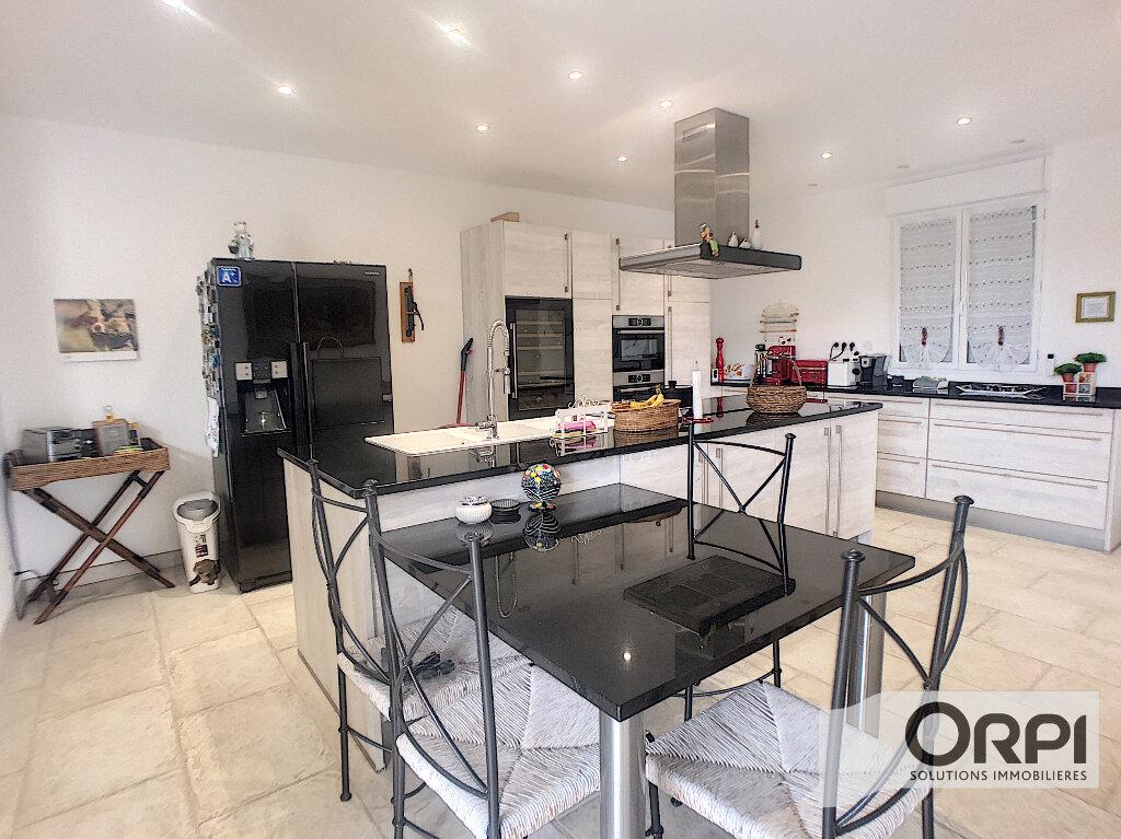 Maison à vendre 7 233m2 à Saint-Amand-Montrond vignette-4