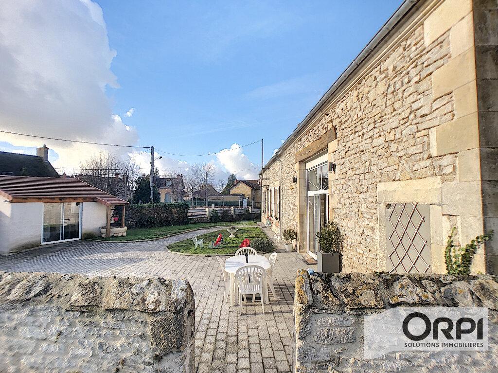 Maison à vendre 7 233m2 à Saint-Amand-Montrond vignette-14