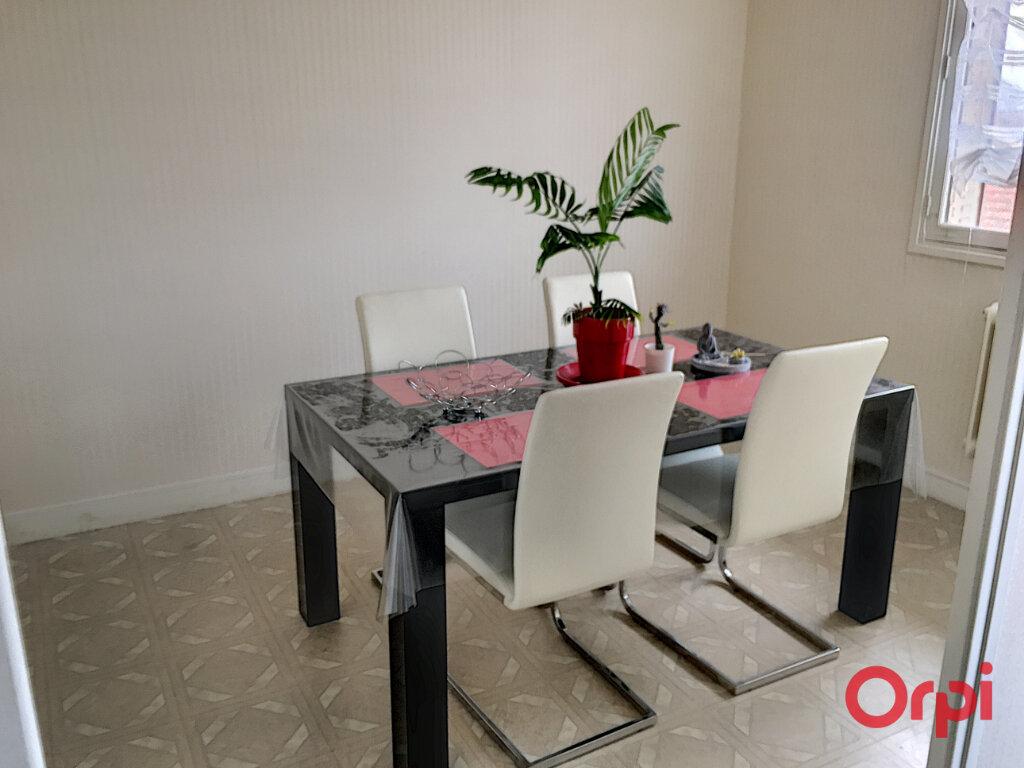 Appartement à vendre 4 63m2 à Montluçon vignette-2