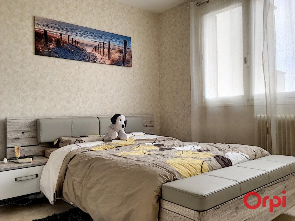 Appartement à vendre 4 63m2 à Montluçon vignette-3