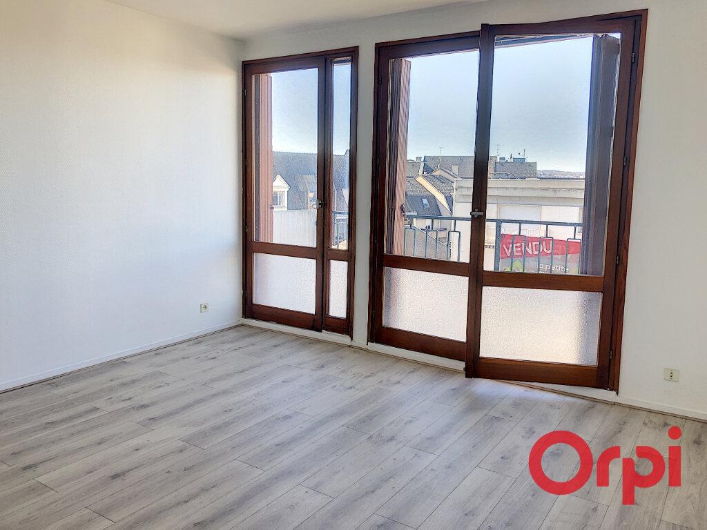 Appartement à vendre 2 61.38m2 à Montluçon vignette-2