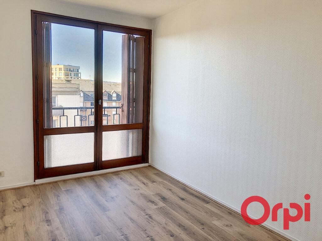 Appartement à vendre 2 61.38m2 à Montluçon vignette-5