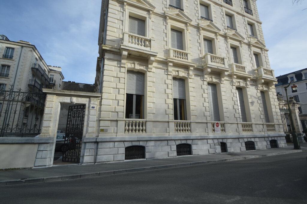 Appartement à louer 3 120.83m2 à Pau vignette-1