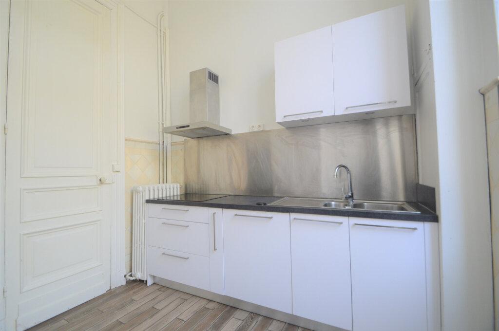 Appartement à louer 3 120.83m2 à Pau vignette-3
