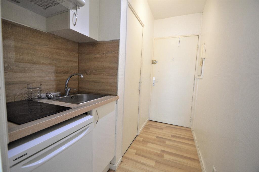 Appartement à louer 1 21m2 à Lons vignette-1