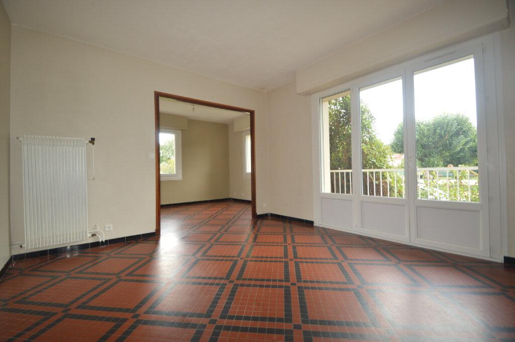 Appartement à vendre 4 84m2 à Gelos vignette-1