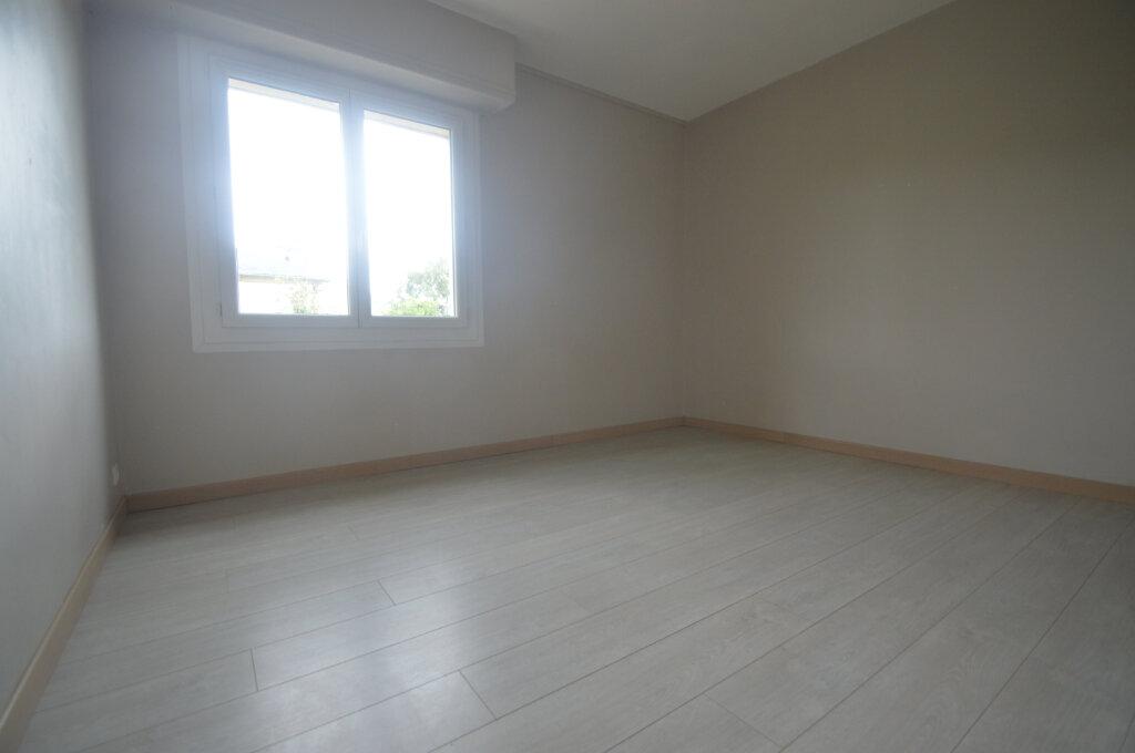 Appartement à vendre 4 84m2 à Gelos vignette-5