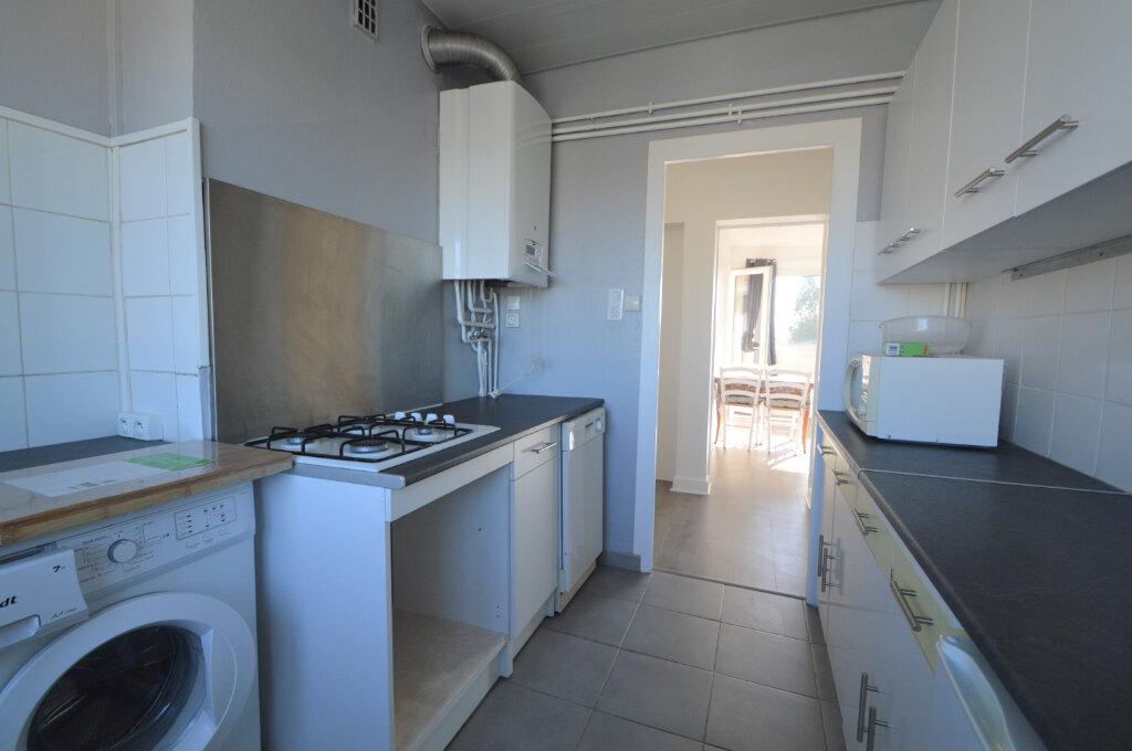 Appartement à louer 4 62.5m2 à Billère vignette-3