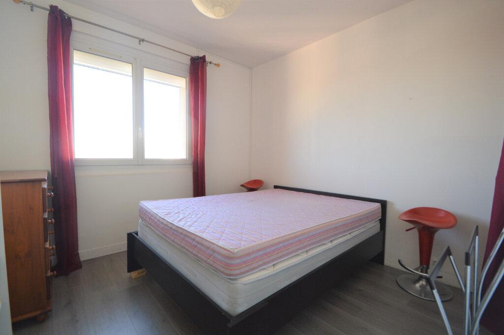 Appartement à louer 4 62.5m2 à Billère vignette-5