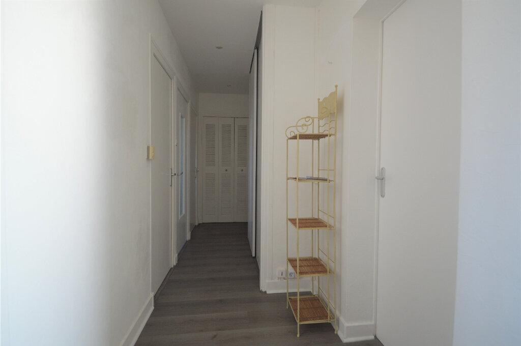 Appartement à louer 4 62.5m2 à Billère vignette-7