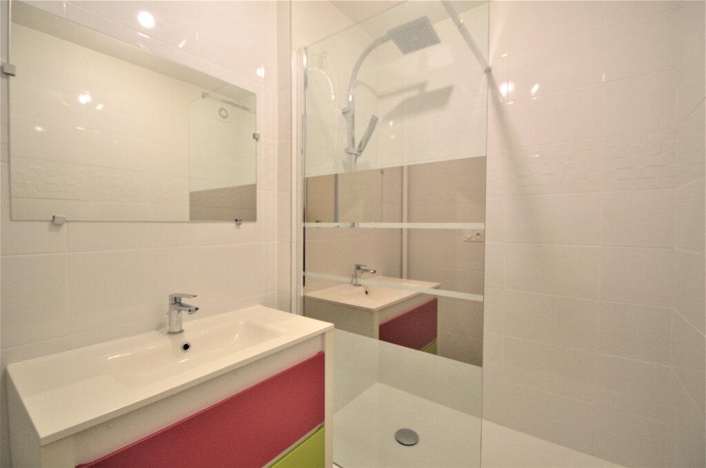 Appartement à louer 3 76.82m2 à Pau vignette-3