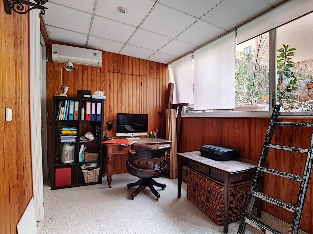 Appartement à louer 3 78.75m2 à Nice vignette-4