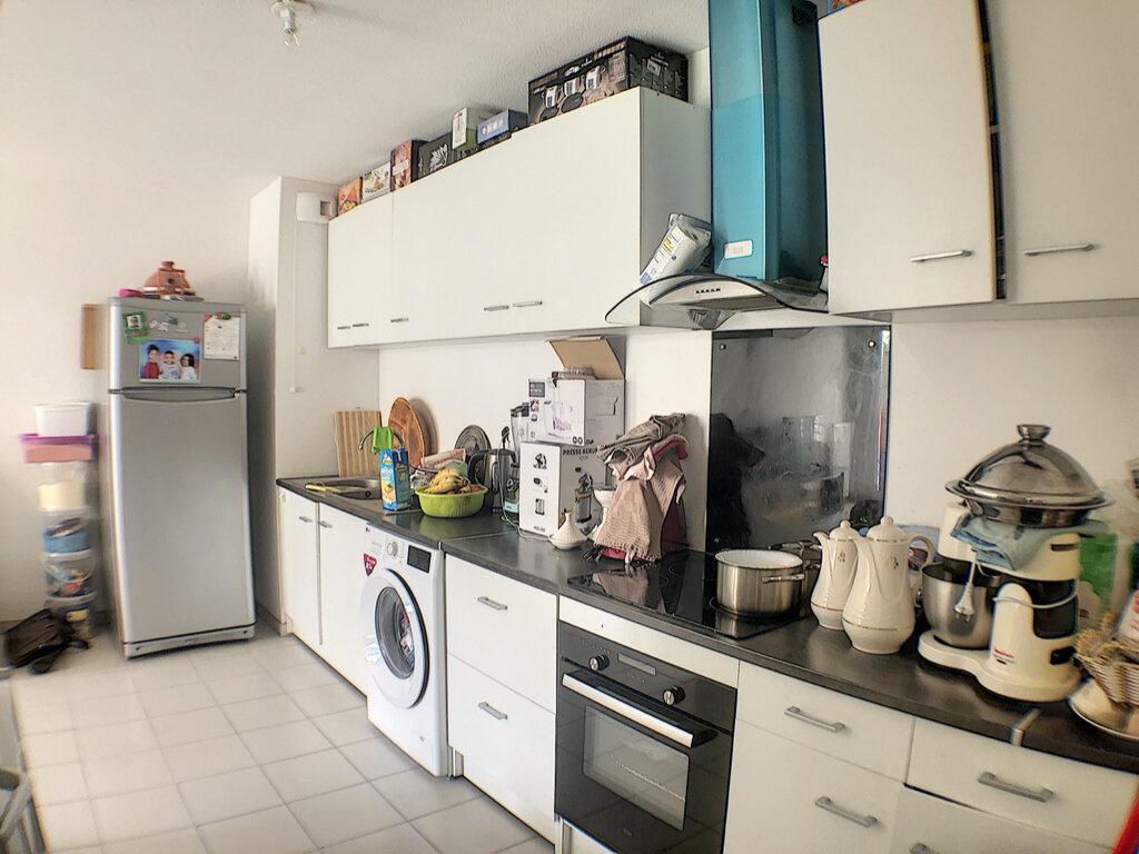 Appartement à louer 3 54m2 à Nice vignette-3