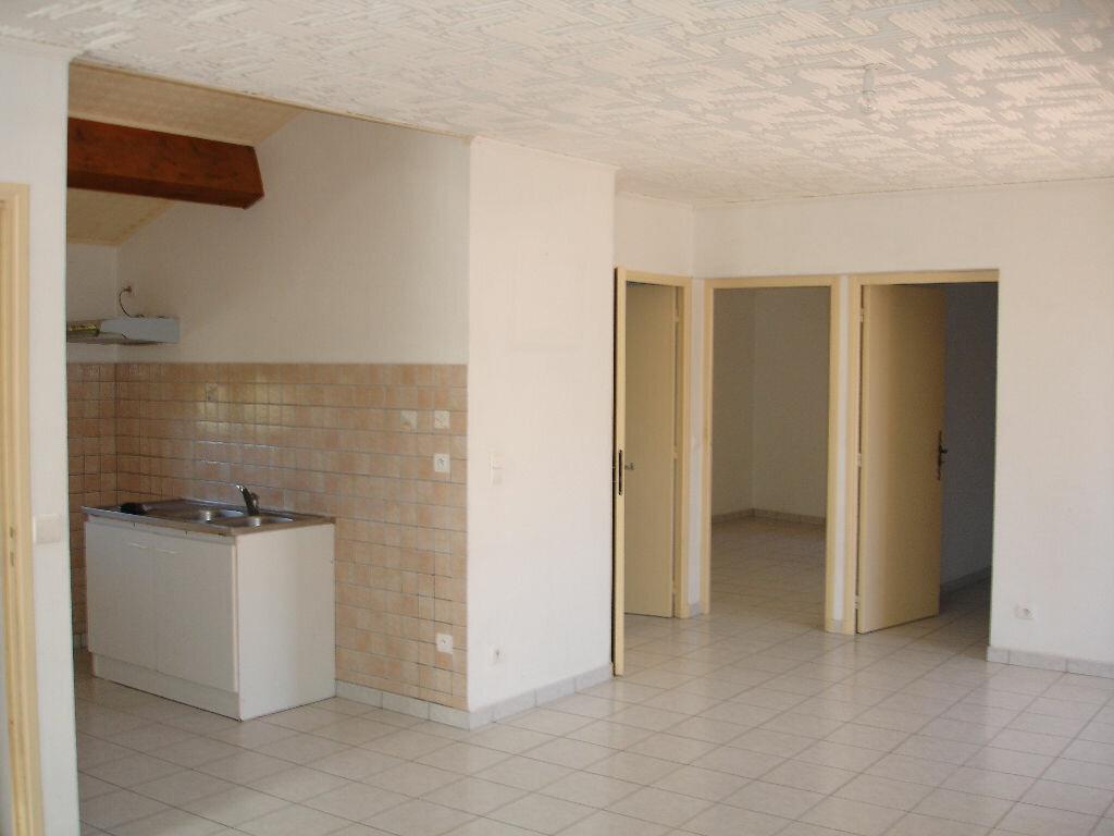 Appartement à louer 3 60m2 à Villeneuve-de-Berg vignette-2