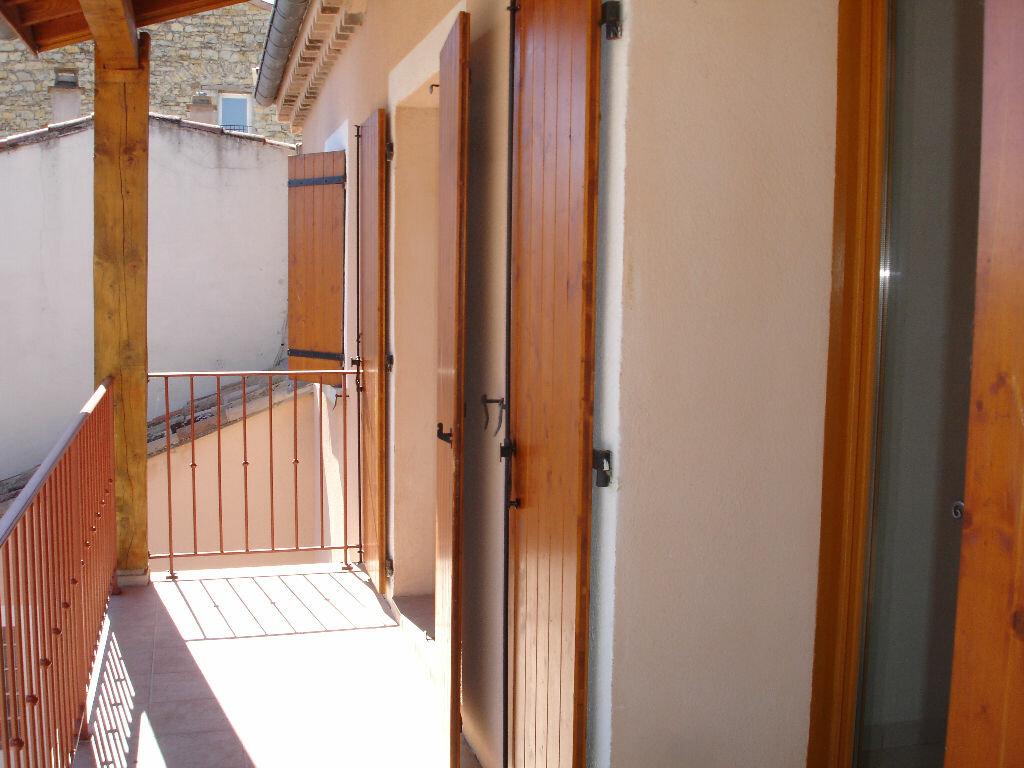 Appartement à louer 3 60m2 à Villeneuve-de-Berg vignette-3