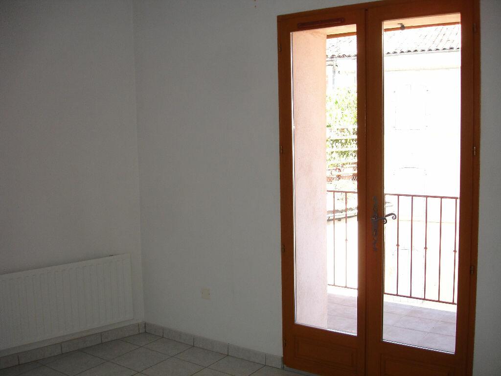 Appartement à louer 3 60m2 à Villeneuve-de-Berg vignette-4