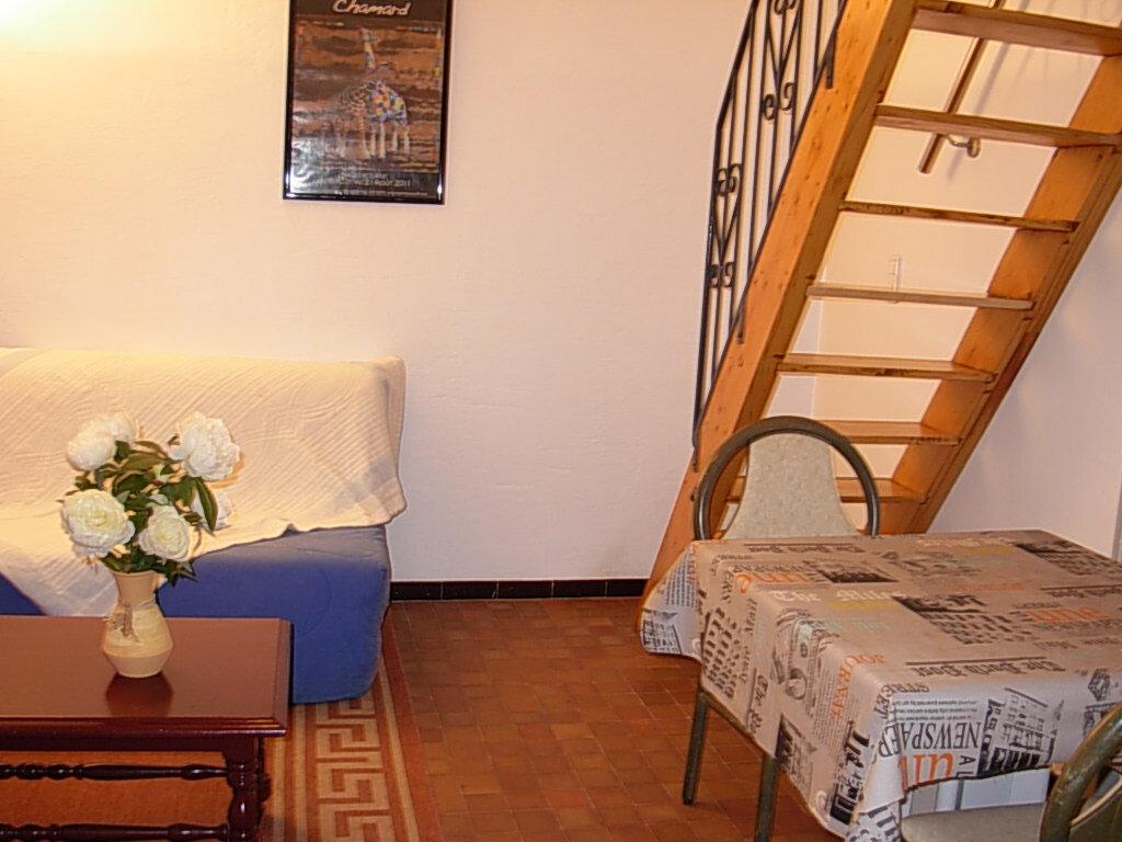 Appartement à louer 2 30m2 à Villeneuve-de-Berg vignette-1