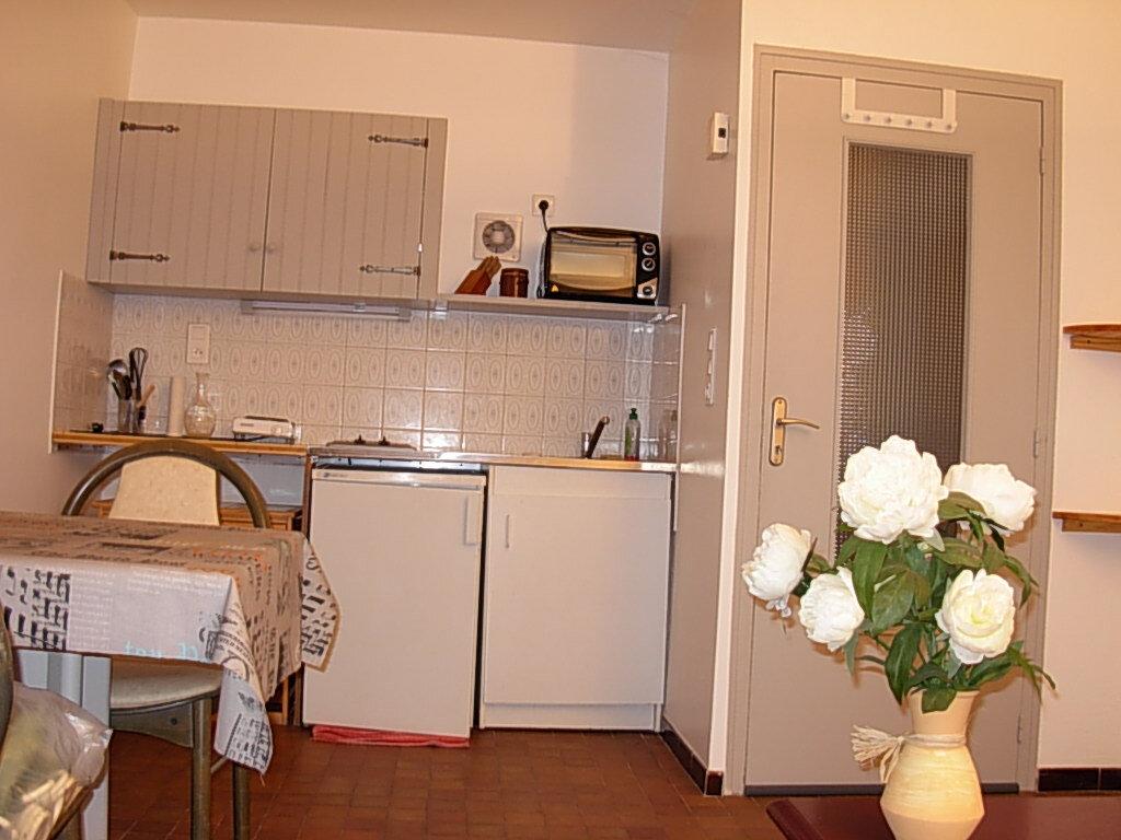 Appartement à louer 2 30m2 à Villeneuve-de-Berg vignette-2