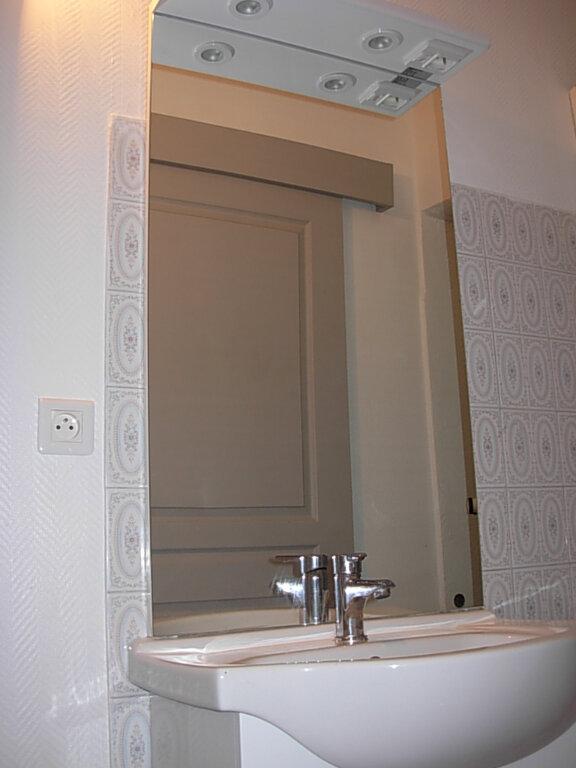 Appartement à louer 2 30m2 à Villeneuve-de-Berg vignette-6
