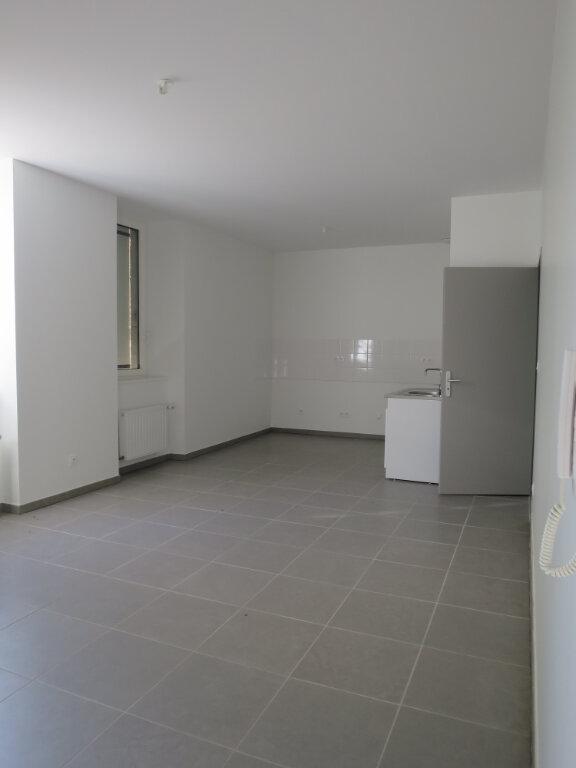 Appartement à louer 3 64.22m2 à Darbres vignette-1