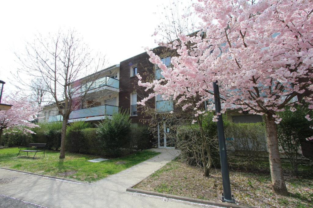 Appartement à vendre 2 43m2 à Saint-Genis-Pouilly vignette-1