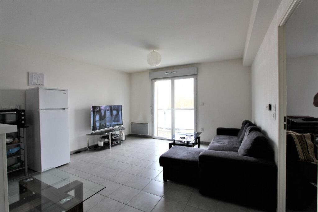 Appartement à vendre 2 43m2 à Saint-Genis-Pouilly vignette-2