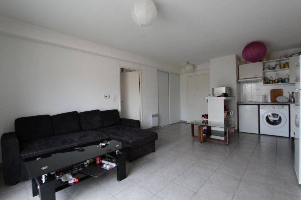 Appartement à vendre 2 43m2 à Saint-Genis-Pouilly vignette-4