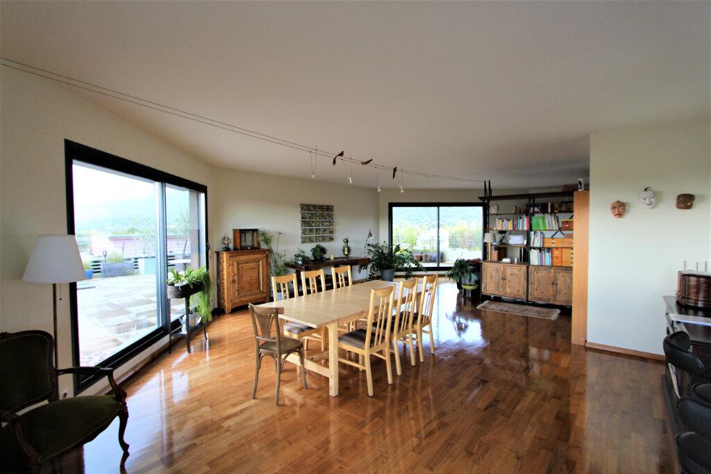 Appartement à vendre 5 257.3m2 à Saint-Genis-Pouilly vignette-1