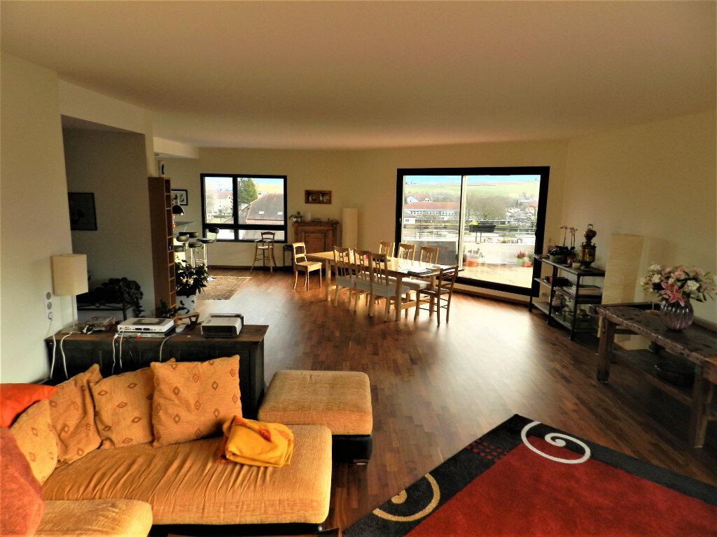 Appartement à vendre 5 257.3m2 à Saint-Genis-Pouilly vignette-2
