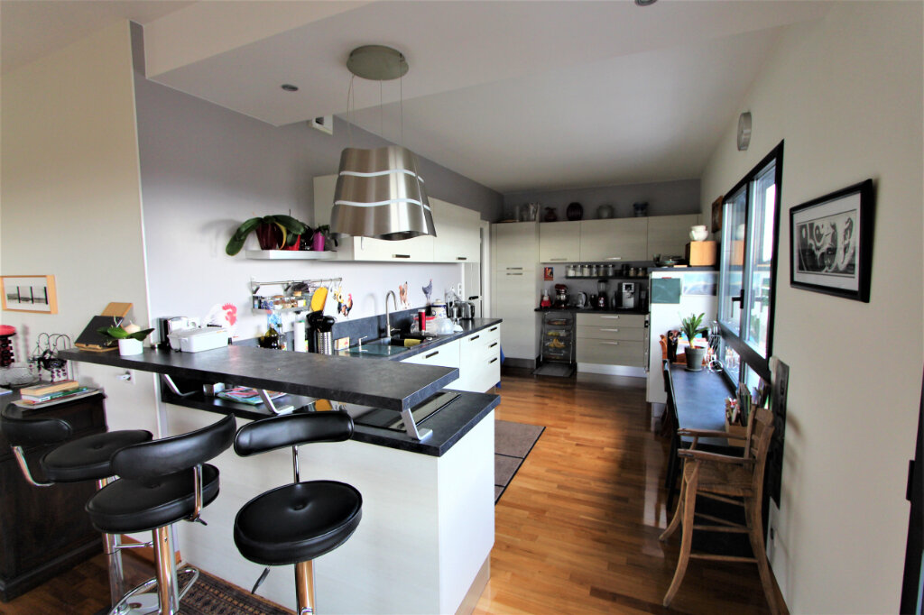 Appartement à vendre 5 257.3m2 à Saint-Genis-Pouilly vignette-4