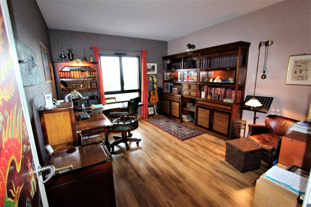 Appartement à vendre 5 257.3m2 à Saint-Genis-Pouilly vignette-6