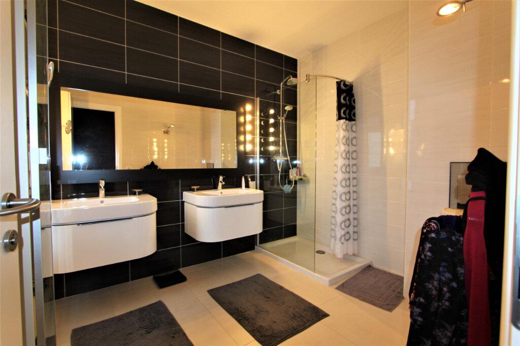 Appartement à vendre 5 257.3m2 à Saint-Genis-Pouilly vignette-8